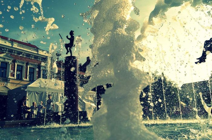 made by Sony Xperia M4 Aqua City Fontain Friends Statue Summer Sunshine Szombathely Water Waterdrops Waterproof