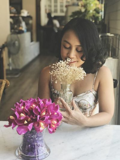 Flowering Plant Flower One Person Real People Lifestyles Women Young Women Young Adult Plant Leisure Activity Front View Freshness Indoors  Adult Beautiful Woman Nature Beauty Focus On Foreground Hairstyle Bouquet