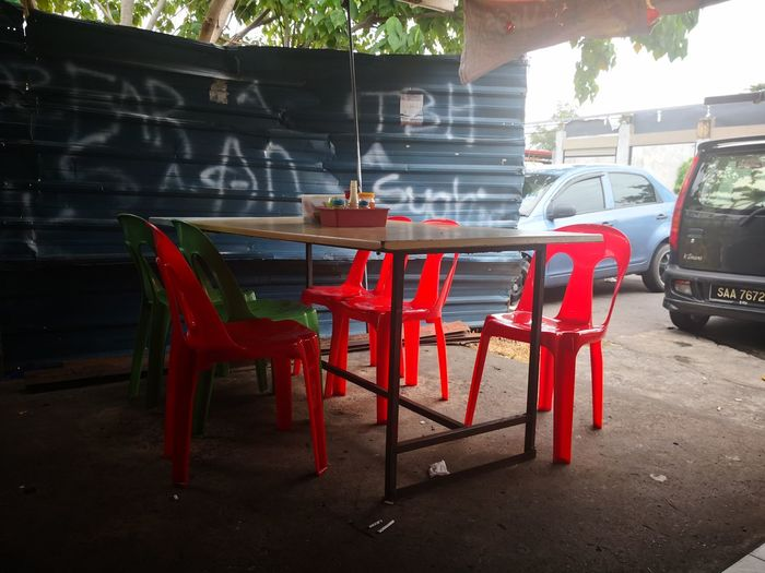 Kota kinabalu Sabah Malaysia-14 September 2018: Chinese restaurant dining table in hallway Food And Drink Bucket Chair City Red Cafe Bar - Drink Establishment Chair Drink Table Tree