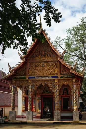 Thai Temple No People No Person Day Tree Place Of Worship Religion Gold Colored Gold Sky Architecture Building Exterior Built Structure Traditional Building Buddha Temple - Building Temple