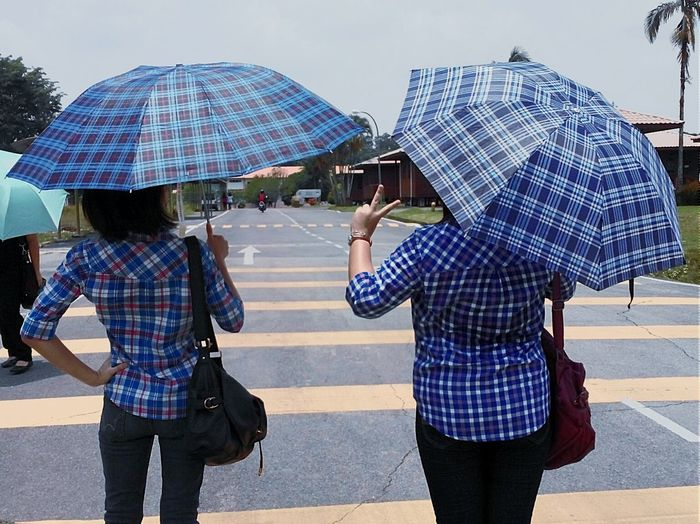 RePicture Friendship Umbrellas Friends ❤ Friendship Blue Blue Shirt Matching Outfits Matching Colors Fashion Matchingshirts