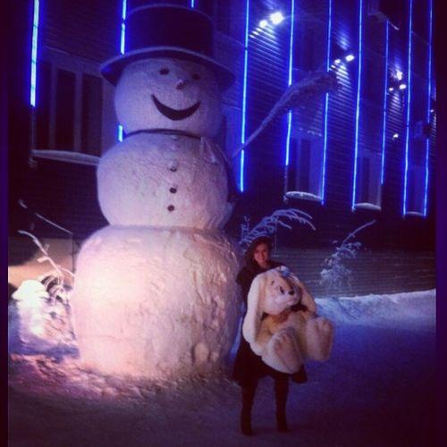С Наступающим! снеговик заяц