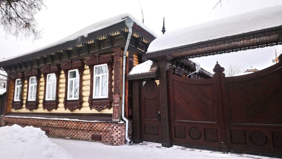 Суздаль. Зима. Дом. Ворота. City Snow Cold Temperature Winter History Sky Architecture Built Structure Building Exterior