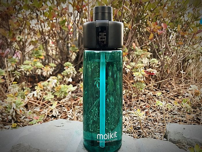 Who would've thought,,, an IoT smart bottle for hydration. Iot Moikit Hydration Outdoors Indiegogo