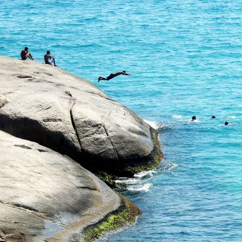 Pula na vida Sea Water Real People Nature Beach Beauty In Nature Leisure Activity Day Men Lifestyles High Angle View Outdoors Vacations Blue Scenics Large Group Of People Horizon Over Water Wave Rio De Janeiro Arpoador