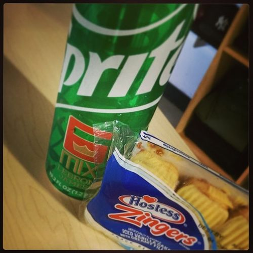 Mid day snacks Sprite6Mix from @darknlovely615 and HostessZingers