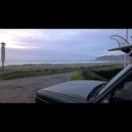Blue hour and gorgeous, great day of surfing and beach fun! Landroverdiscovery Landrover  Lrdiscovery Oregoncoast Surfsafari Pacificbeach PNW Exploregon ExploreEverything Carventures Landsape_lovers Instafollow Instamood Lumiacamera Natgeotravel Yourbesttravelphotos