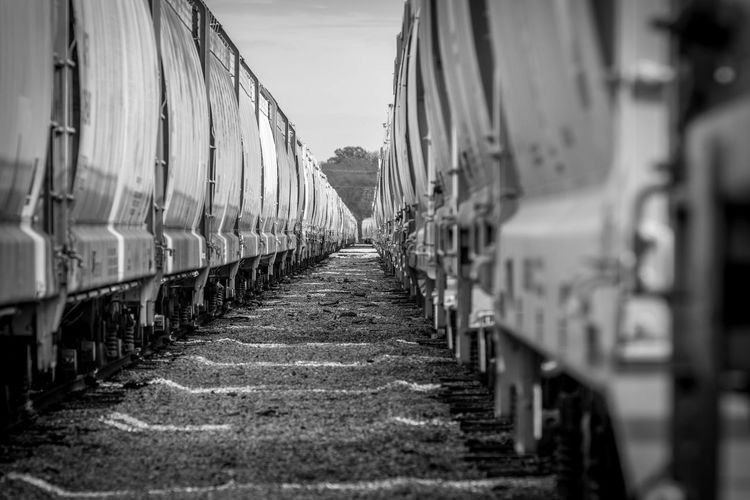 Heavy Metal Architecture Awesome Photography ^_^ Awesome Picture B&w B&w Trainstation Can't Look Away Diminishing Perspective Heavy Metal In A Row Leading The Way Makes Me Smile Railroad Crossing Railroad Tracks Repetition The Way Forward Trains