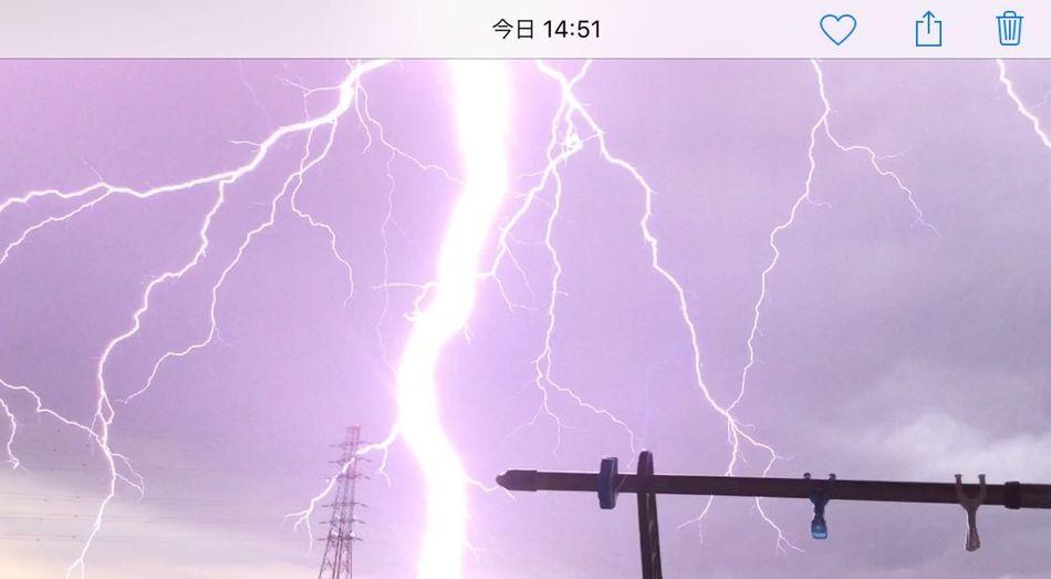 怖かったー😱‼️雷⚡️ ゲリラ豪雨 Power In Nature Lightning Cloud - Sky Sky Power Storm Low Angle View Beauty In Nature Nature Thunderstorm Purple