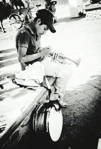 Musician Walking Around Streetphotography EyeEm OpenEdit EyeEm Best Shots - Black + White The Human Condition