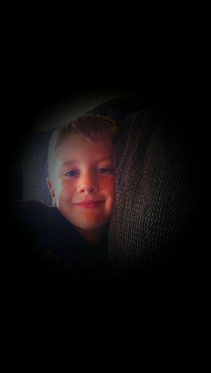 Adrian slæcker på sofaen:) Hanging Out