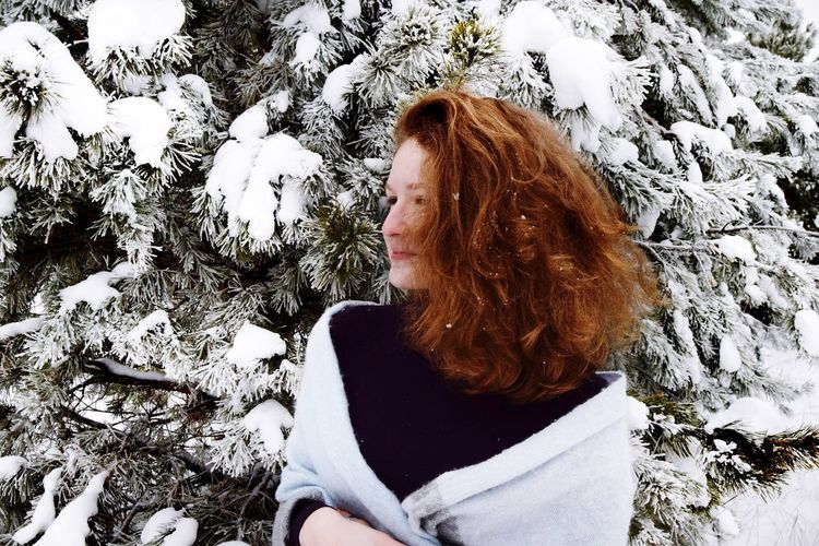 Winter Snow Cold Temperature Tree Leisure Activity Weather Nature Lifestyles Hair Hairstyle Happiness Young Adult Real People One Person Outdoors Day Young Women People Adult