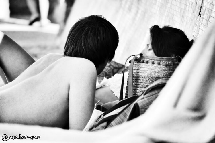 Blackandwhite Relaxing Dias De Playa Happy Days