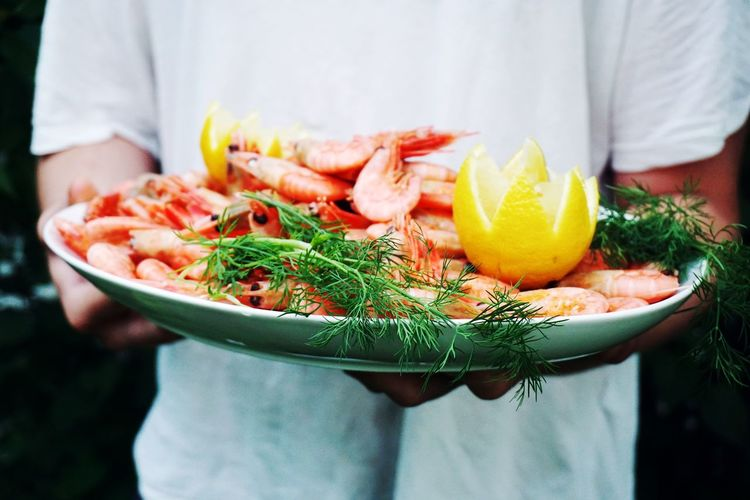 man holding a plate with fresh prawns Prawn Prawns Seafoods Sea Food Summer Party Garden Food Food And Drink Foodphotography EyeEm Selects Human Hand Standing Men Holding Midsection Healthy Lifestyle Close-up Food And Drink Comfort Food Chef