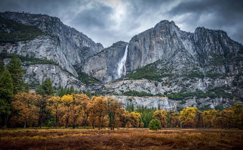 Mountain landscape of Yosemite National park in California, USA Autumn Colors Yosemite Yosemite National Park Yosemite Falls Landscape Mountain Nature, Waterfall