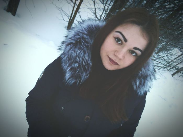 Cold Temperature Winter Portrait Looking At Camera One Woman Only Snow Only Women One Person Adults Only Beautiful People Beauty Headshot Beautiful Woman People Outdoors Young Adult Close-up Young Women Adult Smiling