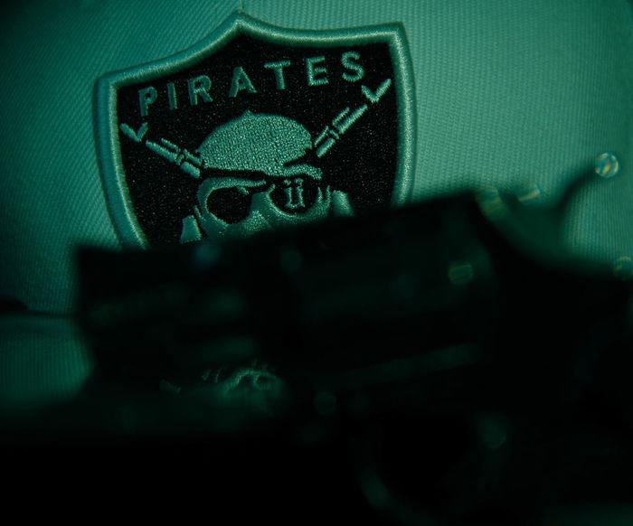 Guns Unkut Pirates Taking Photos