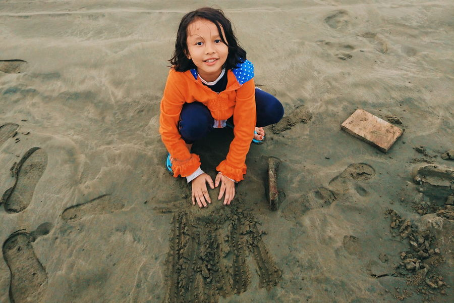 trace my daughter's kindness EyeEm Selects Portrait Child Beach Full Length Looking At Camera Sand Smiling Childhood Happiness Sand Dune Children Camel Atmospheric Sandy Beach Sand Pail And Shovel Shore FootPrint Arid Landscape The Portraitist - 2018 EyeEm Awards
