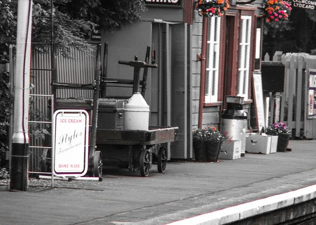 Railway Station Bishops Lydeard Uk Summer Memories 🌄 Carmine Filter Black And White With A Splash Of Colour Relaxing Taking Photos North Somerset Railway Uk Transportation