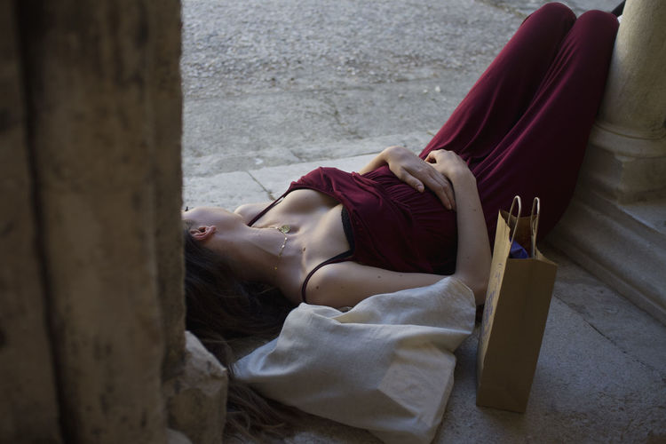 A girl visiting the exhibitions of the rencontres des Arles is resting in a fresh patio Arles Comfortable Hotday Lifestyles Lying Down Relaxation Resting Sensuality