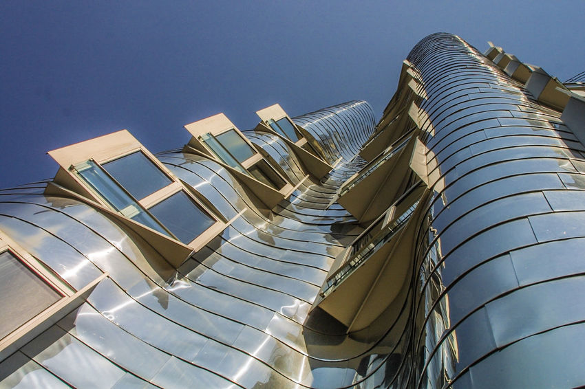 Gehry Hausfassade Windows Fassade Architecture Gehry-Architektur Hafenviertel The Graphic City Low Angle View Built Structure Clear Sky Sunlight Sky Modern Building Exterior Outdoors