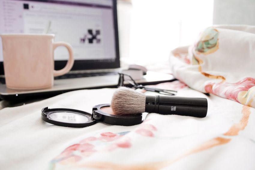 Makeup applications Beauty Care Beauty Product Cosmetic Products Cosmetics Cosmetics & Glamour Brush Application Makebeautiful Makeupaddict Makeupartist Make-up Makeup Still Life Close-up Fashion Home Interior Drink Bedroom Beauty Product Food And Drink Make-up Eyeglasses  Bed Cup Mug