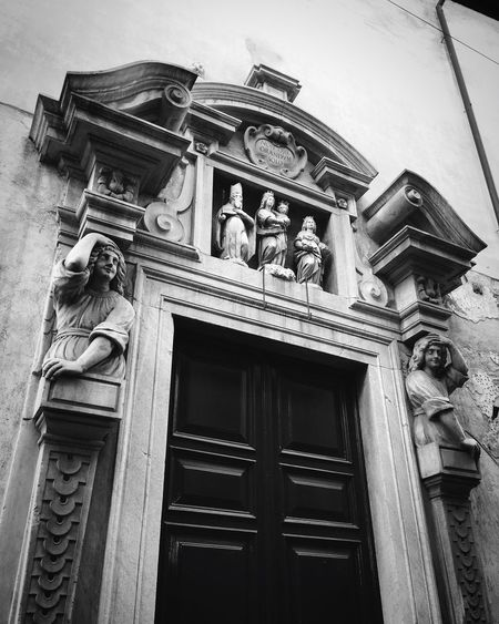 Italy History No People Building Exterior Built Structure Architecture Sculpture Statue Religion Bas Relief Light And Shadow Monochrome Photography Spiritual Italia Old Buildings Travel Traveling Travel Destinations Travel Photography Blackandwhite Streetphoto_bw Streetphotography Street Photography Black And White Black & White