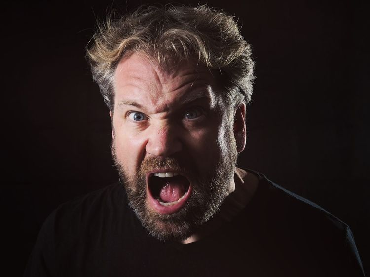 Schrei Studio Photography Studio Men Menstyle Black Black Background Portrait Men Human Face Studio Shot Headshot Shouting Looking At Camera Screaming Fine Art Portrait Bad News Distraught  Downsizing Hopelessness Banging Your Head Against A Wall Depression - Sadness