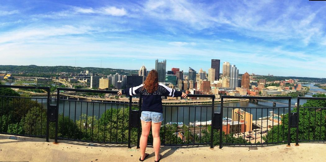 Look at this view 💙 Mount Washington  Pittsburgh Favorite Favorite Places Favorite View City City Life This Is Me This View Selfie ✌ Summer Check This Out That's Me Hanging Out Hello World Enjoying Life Candid Panorama Redhead Shorts