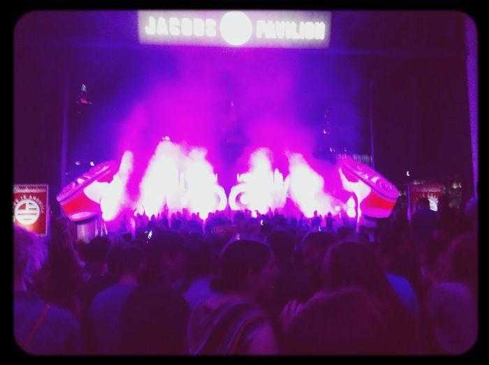Where Do You Swarm? Concert Having Fun Girl Talk