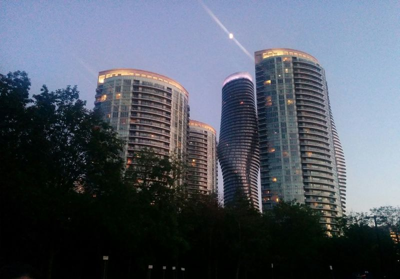 Skyscraper Architecture Illuminated Cityscape Outdoors Hanging Out Hello World Urban Skyline Check This Out Brautiful View