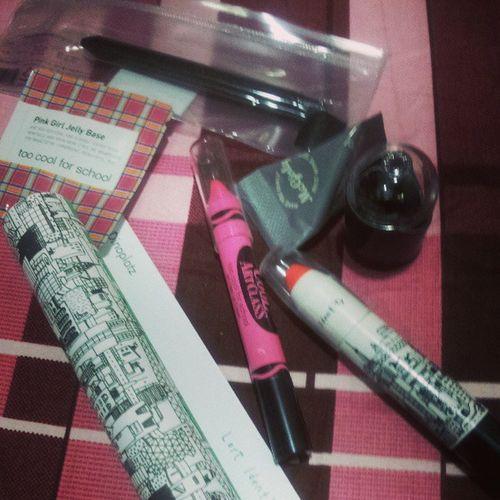 too cool for school,默默買了一堆唇膏……