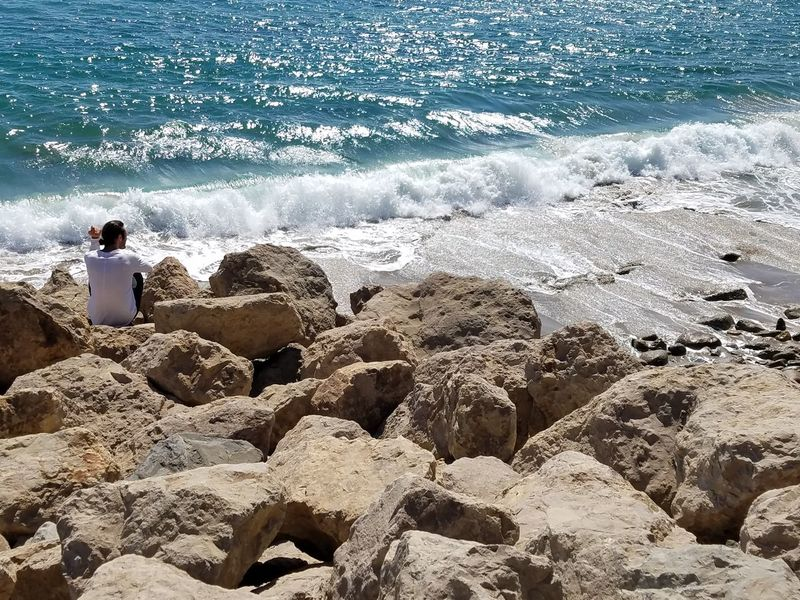 No Edit/no Filter Sea Water Wave Shore Beach Rock - Object Surf Nature Day Beauty In Nature Rocky Tranquil Scene Outdoors Sunny Scenics Non-urban Scene Tranquility Vacations Man On Rocks Meditation Still Life Photography Check This Out Fine Art Photography
