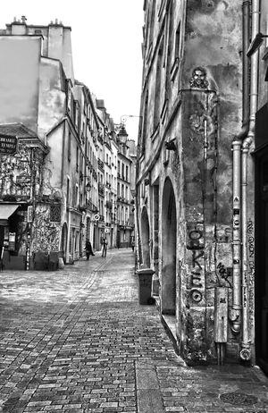 Paris Le Marais Cityscapes City Cityscape Citystreets Blackandwhite Black And White Black & White Blackandwhite Photography EyeEmBestPics EyeEm Best Edits EyeEm Best Shots EyeEm Gallery EyeEm Best Shots - Black + White