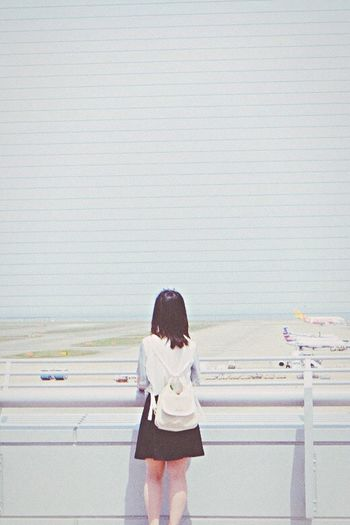 Airport Who Forgo Important Person Lonely Girl The Sorrows Of Love From Behind FUJIFILM X-T1