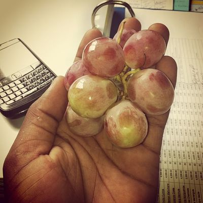Hora das Uvas nham nham Grapes Wizzyoffice Wizzynation