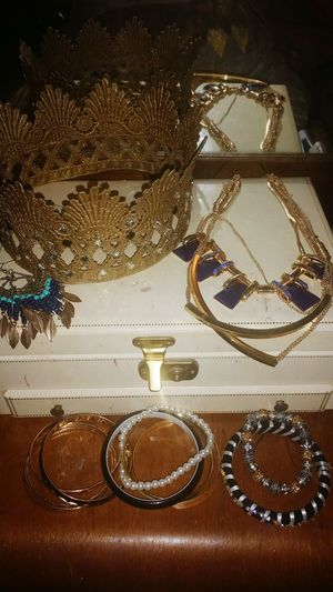Handmade crown. 😃☺👑 Crown Jewels Halloween Fun Beautiful Crown Necklace Bangles Earrings! Check This Out Hello World Funtimes Enjoying Life