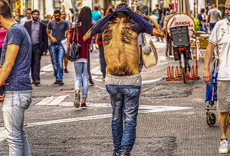 Ein schöner Rücken kann auch ... Ich glaube jetzt auch, wovon wir abstammen. Adults Only City Day Men Outdoors People What Is That?