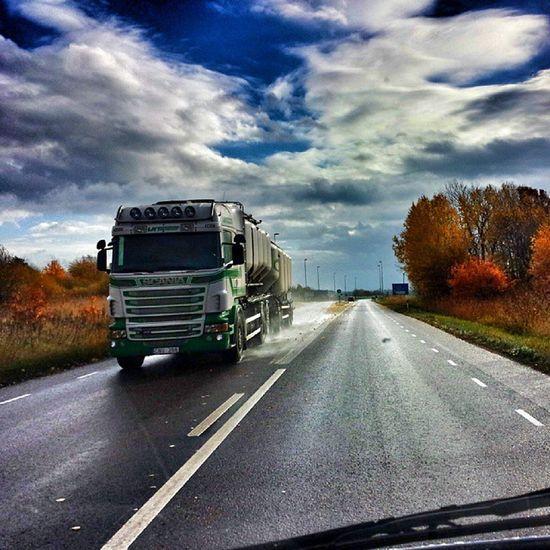 Scania Lastbil H öst H östdag moln himmel sky clode autumn fall internationalpictures hejhalmstad 7dagarbilden