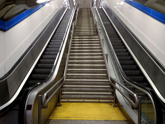 escaleras Camino Escaleras Arriba Up Backgrounds Patron Steps Staircase Steps And Staircases Indoors  Escalator Convenience Railing Subway Station Transportation Modern Subway Train Station Architecture No People The Way Forward