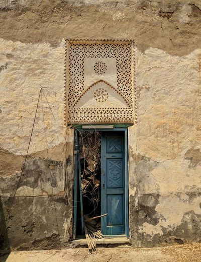 Looking at history Day Architecture No People Door Built Structure Outdoors Building Exterior Close-up Vacations Miles Away Arabia Old Architecture Hostorical Place EyeEmNewHere Landscape Red Sea Travel Destinations Island Doorway Doors With Stories Story Behind The Picture What Lays Beyond The Week On EyeEm Small Business Heroes