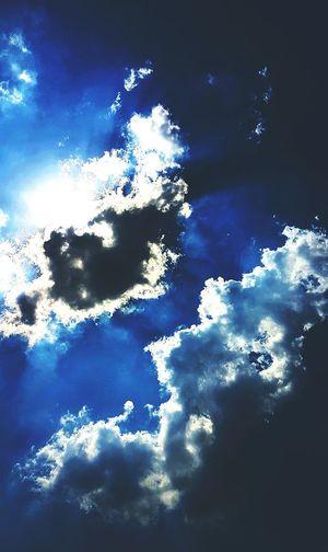 EyeEmNewHere sky be so pretty Shades Of Blue Live Sky Bright Side 🎈👻