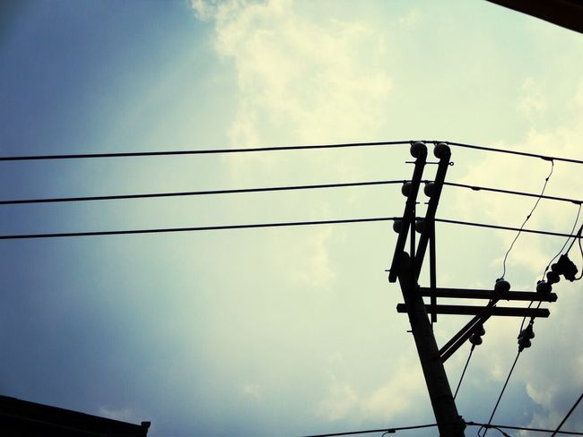 一個想念。放進心裡…覺得離不開,拿出來…發現捨不得。 Sky Clouds And Sky Blue Sky Blue