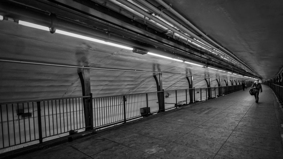 181st Street Upper Level Platform Streetphotograpy Streetphoto_bw Subway Momochrome Black & White