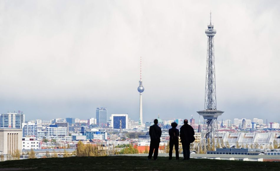 Berlin Berliner Ansichten Skyline Drachenberg Funkturm Fernsehturm Aussicht