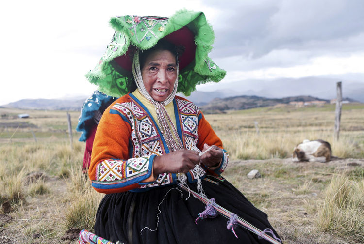 Hat Peru Peruvian Clothes Peruvian Culture Outdoors Weaving Peruvian Peruvian Costume Peruvian Culture Peruvian Hat Peruvian Weaver Peruvian Woman Quechua Quechua Culture Quechua Weaver Quechua Woman South America Weavers Weaving Weaving Loom Weaving Utensils