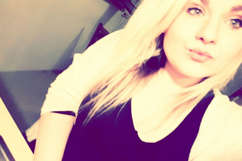 Hello World Casual Kisses :* Blondie Hanging Out Natural Look  Chilling Goodnight Sweet Dreams Kisses Beauty