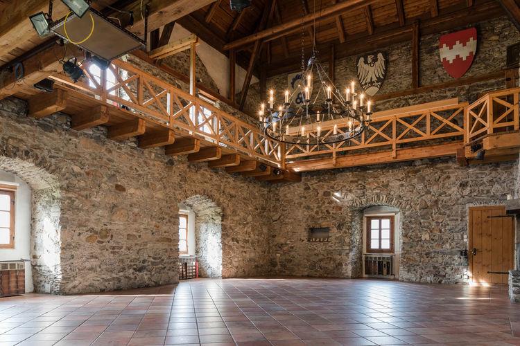 Burg Burg-Kaprun Innenansicht Leuchter Pinzgau Salzburger Land Architektur Kaprun Licht Österreich