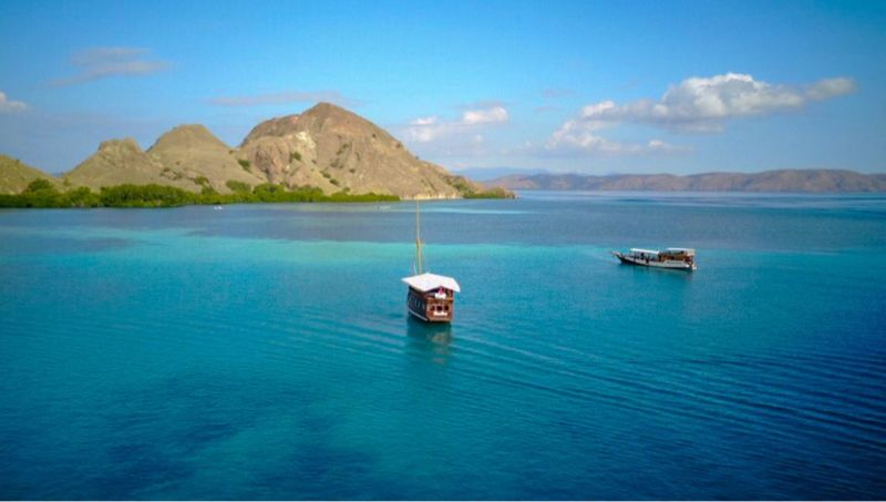 Komodo Voyage Flores INDONESIA Boat Travel Travel Destinations Mountain Water Scenics Nature Sea Beauty In Nature Tranquility Mountain Range Transportation Tranquil Scene Nautical Vessel Blue Outdoors No People Day