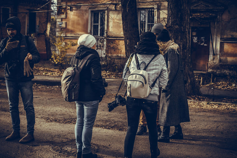 Adult Architecture Building Exterior Casual Clothing Day Full Length Leisure Activity Lifestyles Men Outdoors People Real People Rear View Togetherness Two People Walking Women